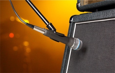 close miking an electric guitar amplifier