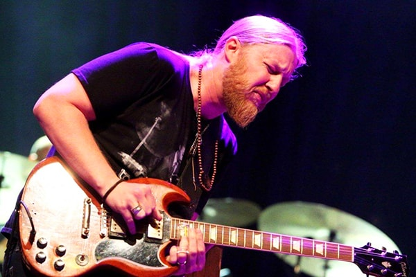 Derek Trucks may not be as well known as other names in this list but he is one of the best guitarists of all time as recognized by the guitar community