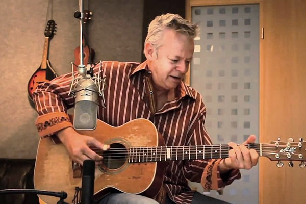 Tommy Emmanuel is easily one of the best guitar players of all time