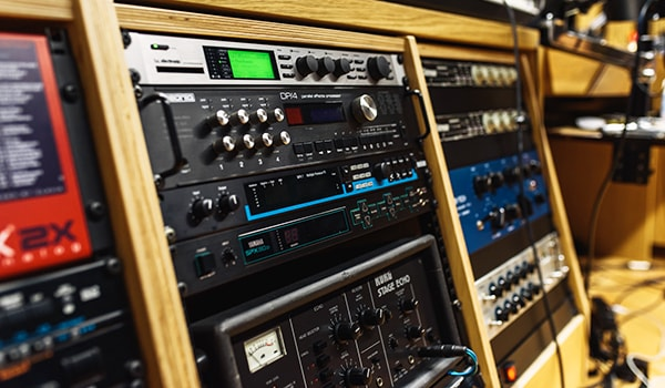 an example of the equipment an audio engineer uses in the recording studio