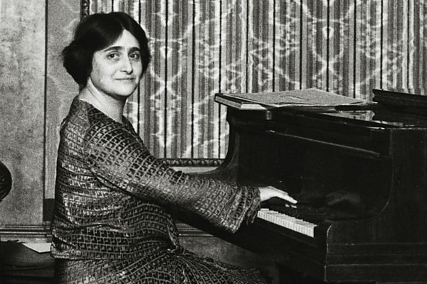 Dame Myra Hess is our 2nd best pianist in the world pick, who stands out from the pack for her unique rhythms.