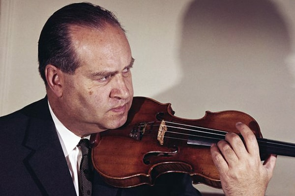 David Fyodorovich Oistrakh rose to greatness during the second world war, not letting that get in his way on his climb to the near top of our best violinists of all time list.