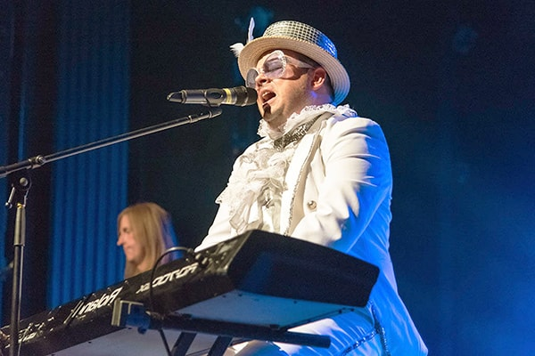 Elton John doesn't make it obvious how good of a keyboard player he is, but he's a master keyboardist.