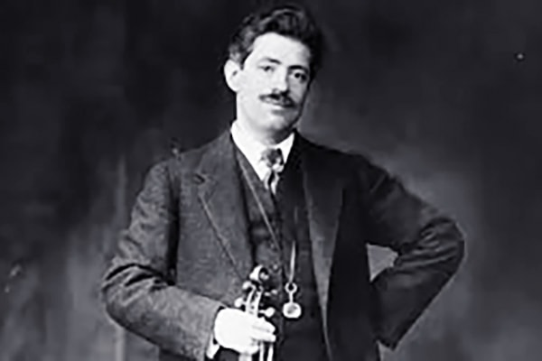 Friederick-Max Kreisler, also known as Fritz, is not only a top violinist but composed for violin concertos by the great composers as well.