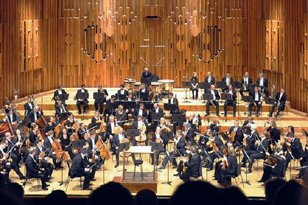 The London Symphony Orchestra is so good they've been commissioned to play on over 200 soundtrack for movies.