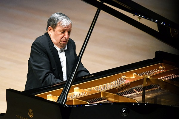 Our pick for the best pianist of all time is Murray Perahia who also excels at being a piano teacher and instructor.
