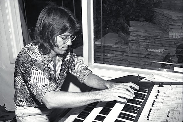 Ray Manzarek wrote some of the most amazing melodies with The Doors and goes down as one of the best keyboard players ever.