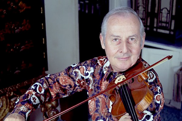 Stephane Grappelli is one of the artists that introduced the Swing genre to the world, maknig him one of the most influential violinists ever.